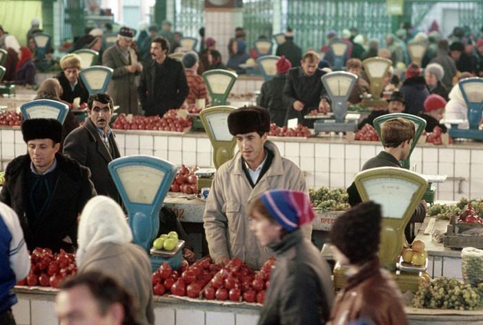 Продуктовый рынок. СССР, Калуга, 1991 год.