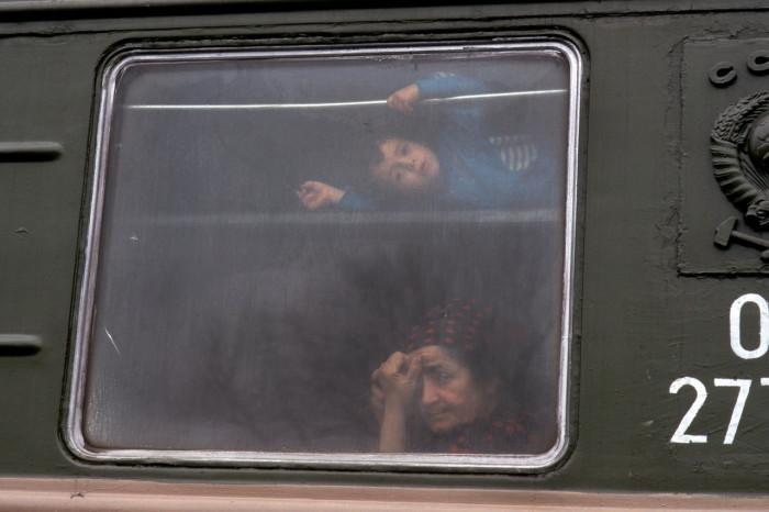 Беженцы из Чечни едущие в поезде.