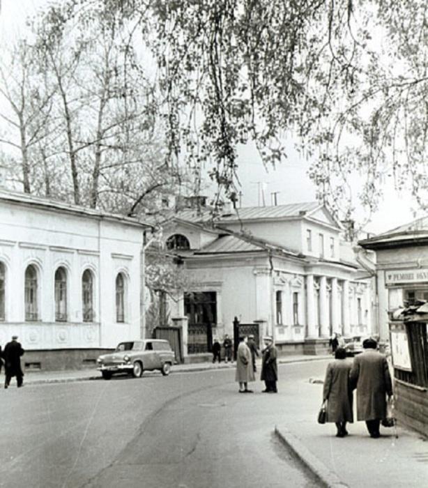 Угол Кривоникольского переулка. СССР, Москва, 1950-е годы.