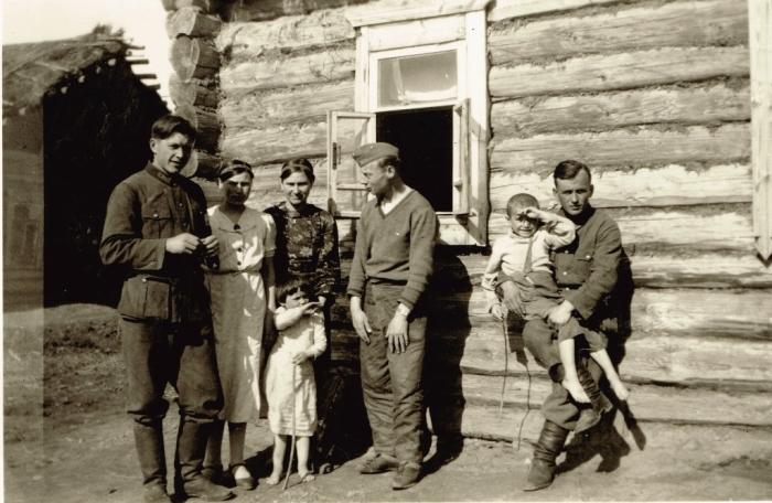 Жители советской деревни в объективе немецкого фотографа. СССР, Украина, 1942 год.