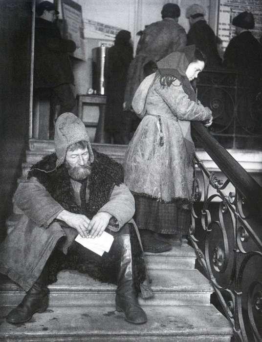 Крестьяне в приёмной Михаила Ивановича Калинина. СССР, Москва, 1924 год.