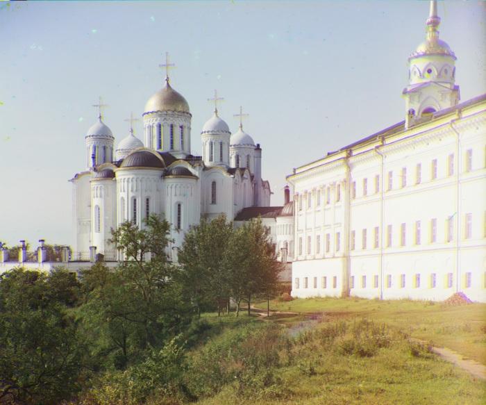 Успенский собор с восточной стороны во Владимирской губернии.