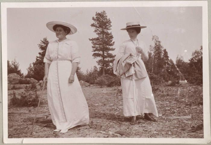 Анна Вырубова с баронессой Буксгевден.