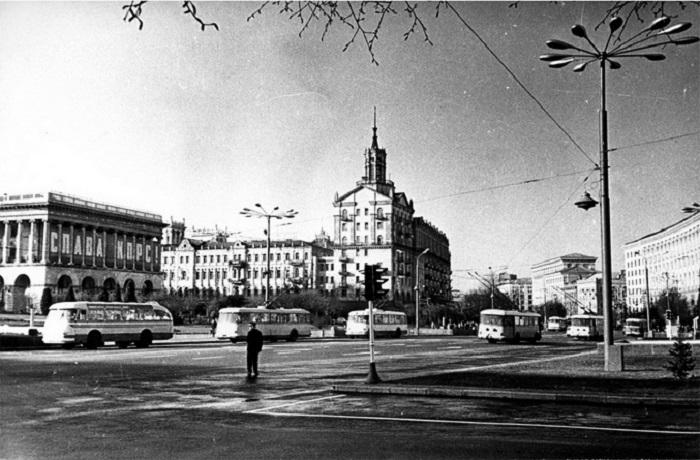 Крещатик в 1960-х годах. Фото из Центрального государственного архива кинофотофонодокументов имени Пшеничного.