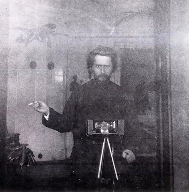 Автопортрет в зеркале в 1903 году.