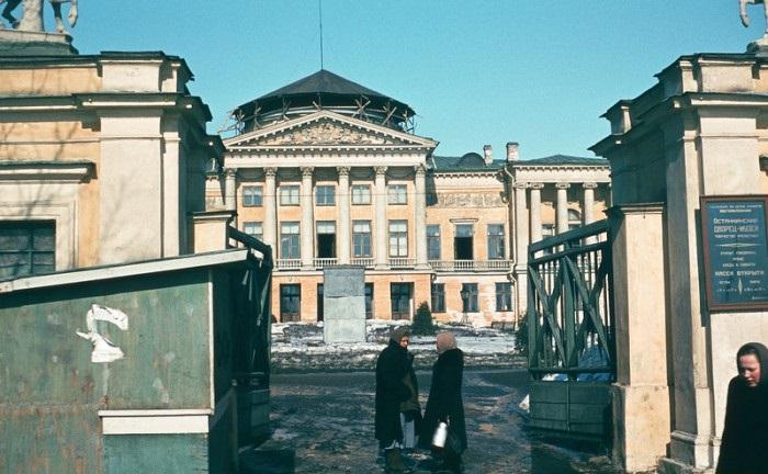 Останкинский дворец в Москва. СССР, 1950-е годы.