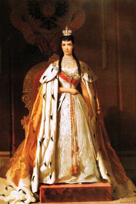 Государыня императрица Мария Фёдоровна в коронационной одежде 15 мая 1883 года. Портрет создан Александром Петровичем Соколовым.