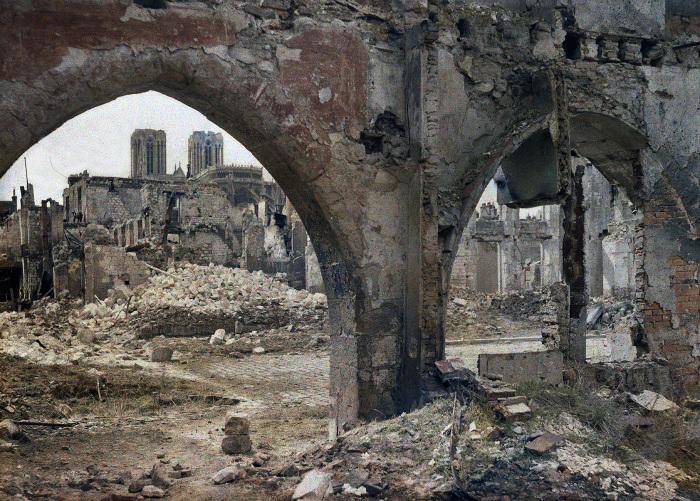Полностью разрушенный исторический центр города в 1917 году.