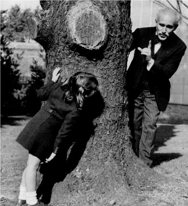 Знаменитый дирижёр Артуро Тосканини с внучкой Соней Горовиц, дочерью пианиста Владимира Горовица и дочери дирижёра, Ванды Тосканини.