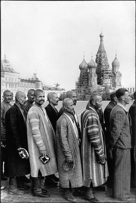 Очередь в мавзолей Ленина. СССР, Москва, 1954 год.