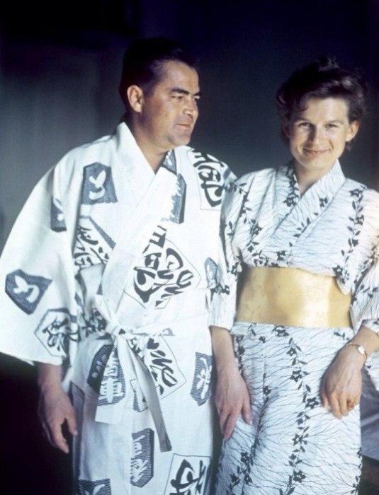 Космонавты Андриян Николаев и Валентина Терешкова. Япония, 1965 год.