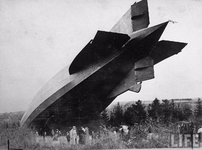 Упавший в поле дирижабль. Франция, 1917 год.
