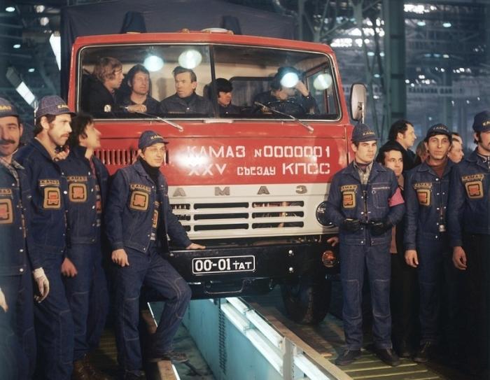 Первый автомобиль Камаз, выпущенный к XXV съезд Коммунистической партии Советского Союза.