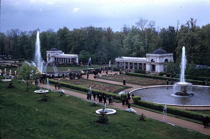 Часть дворцово-паркового ансамбля Петергоф. СССР, Ленинград, 1959 год.