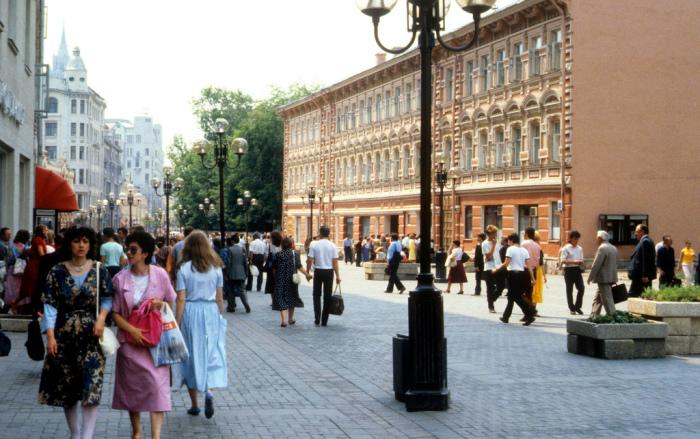 К 1987 году в Москве была только одна пешеходная улица - Арбат, открывшаяся после реконструкции в 1985 году.