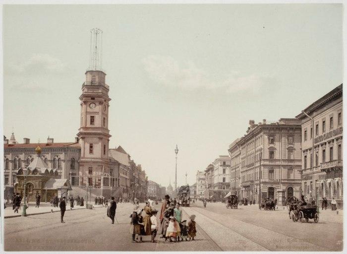 В конце XIX начале XX века Петербург был самым большим в России городом. Не только по численности населения, но и по значению экономического и культурного центра страны.