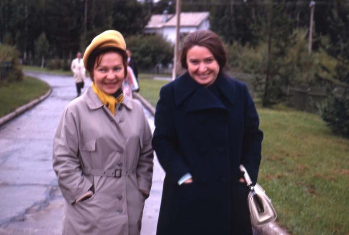 Две туристки. СССР, Новосибирск, 1969 год.