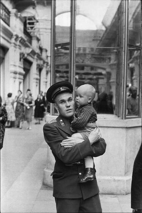 Государственный универсальный магазин. СССР, Москва, 1954 год.