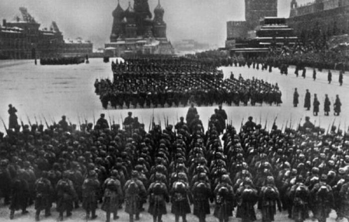 Парад на Красной площади в Москве, 7 ноября 1941 года.