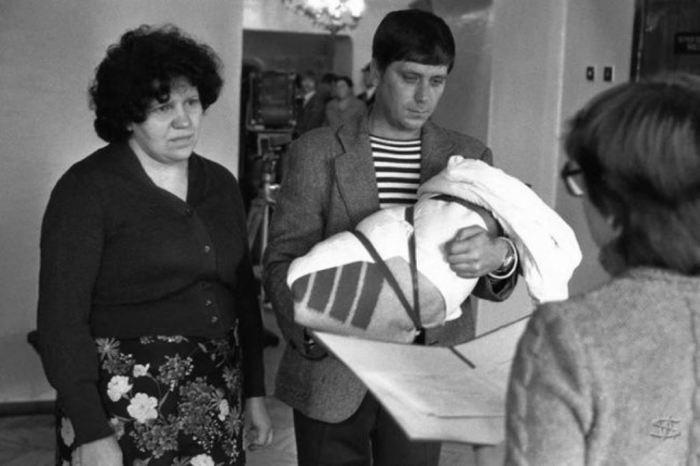 Регистрация новорожденного. СССР, Новокузнецк, ЗАГС Центрального района, 1 октября 1983 год.