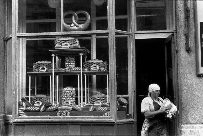 Популярная московская булочная в центре города.