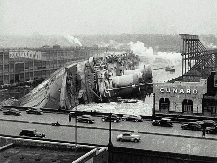 Крушение трансатлантического лайнера Normandie в 1942 году.