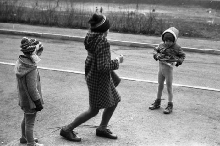 Игры в «резиночку». СССР, Тольятти, 1985 год.