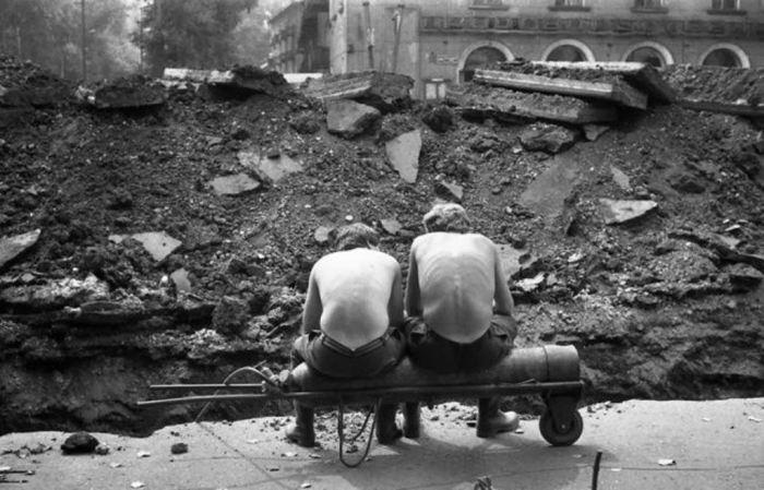Отдых на кислородном баллоне. СССР, Новокузнецк, 1980 годы.