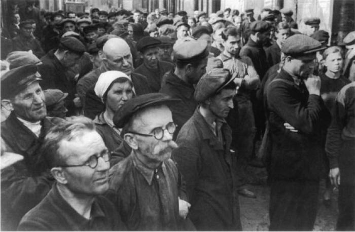 Митинг на ленинградском заводе имени Кирова о начале войны. СССР, Ленинград, 1941 год.