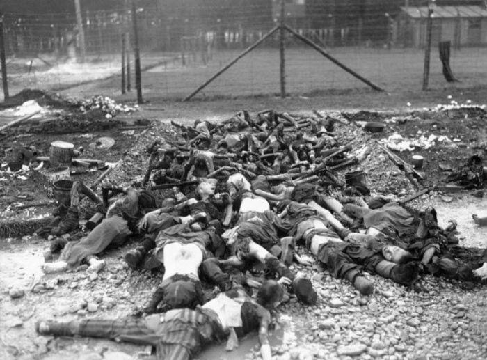 Двенадцатая бронетанковая дивизия генерала Патча, прокладывающая путь к австрийской границе, наткнулась на ужасы немецкого концлагеря.