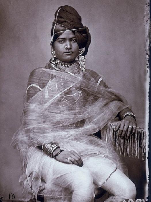 Одна из женщин из придворного гарема махараджи.
