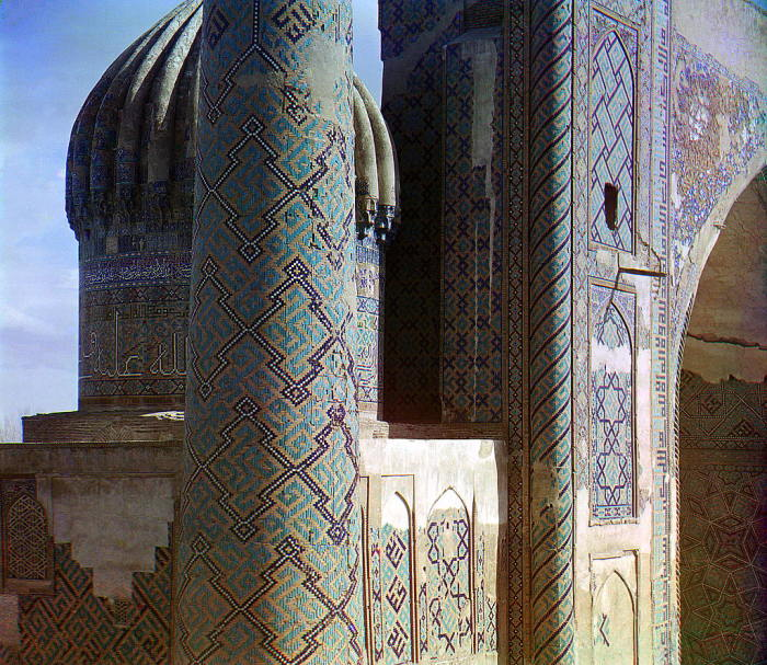 Часть минарета и купола Шир-Дор с Тилля-Кари. Самарканд, начало 20 века.