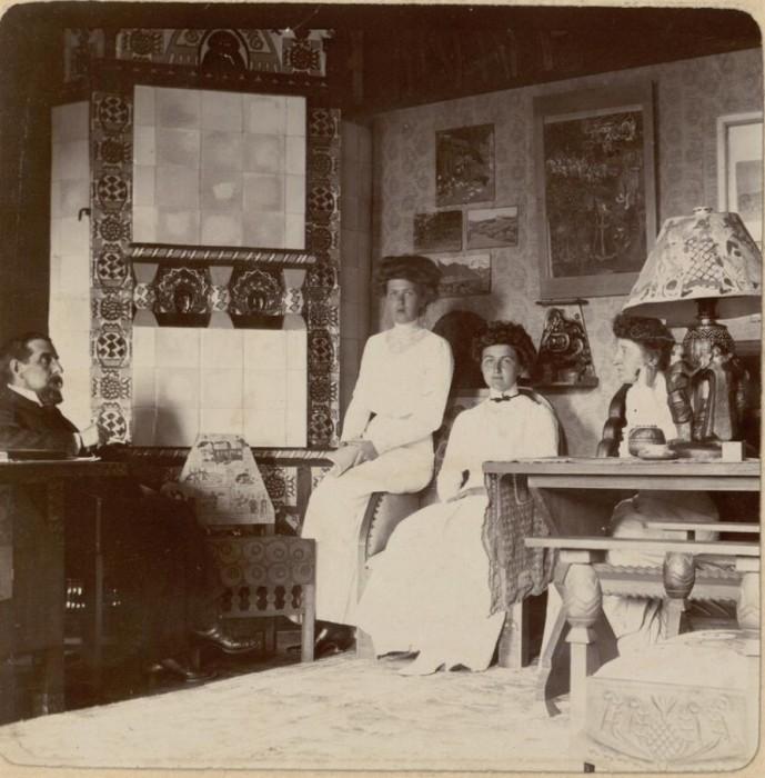 Александра и Надин Рябушинские. Россия, село Талашкино, 1909 год.