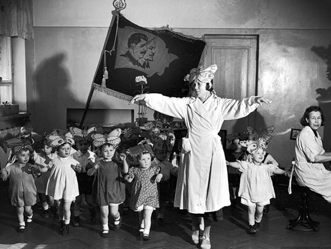 Репетиция утренника в детском саду.