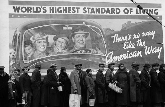 Очередь за едой у пункта Красного креста во время Великой депрессии.