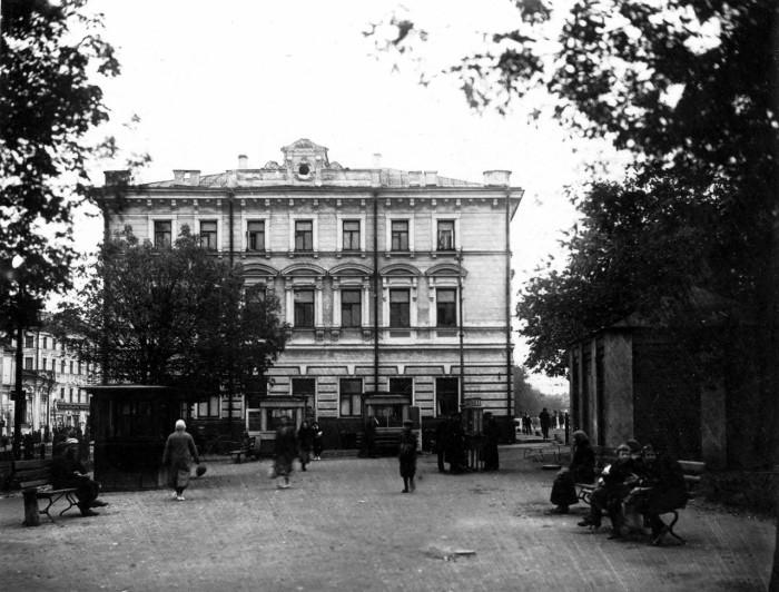 Бульвар в Мещанском районе. СССР, Москва, 1920-е годы.