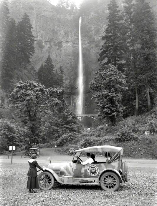 Автомобиль скаутов на патрулировании в природном заповеднике в 1918 году.
