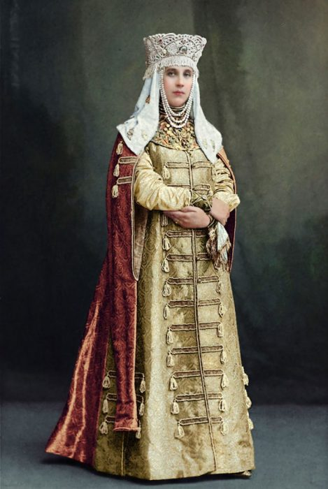 Графиня Елизавета Васильевна Мусина-Пушкина в наряде боярыни XVII века.