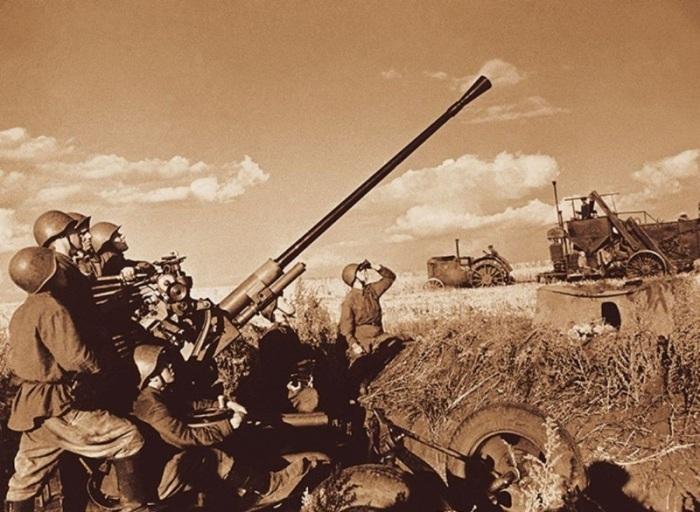 Сбор урожая первого года войны в 1941 году.