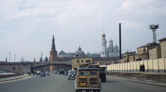 Крепость в центре Москвы и древнейшая её часть, главный общественно-политический и историко-художественный комплекс города. СССР, Москва, 1950-е годы.