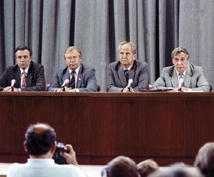 Слева направо А. Тизяков, В. Стародубцев, Б. Пуго и Г. Янаев.