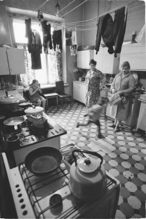 Коммунальная кухня в 1983 году.