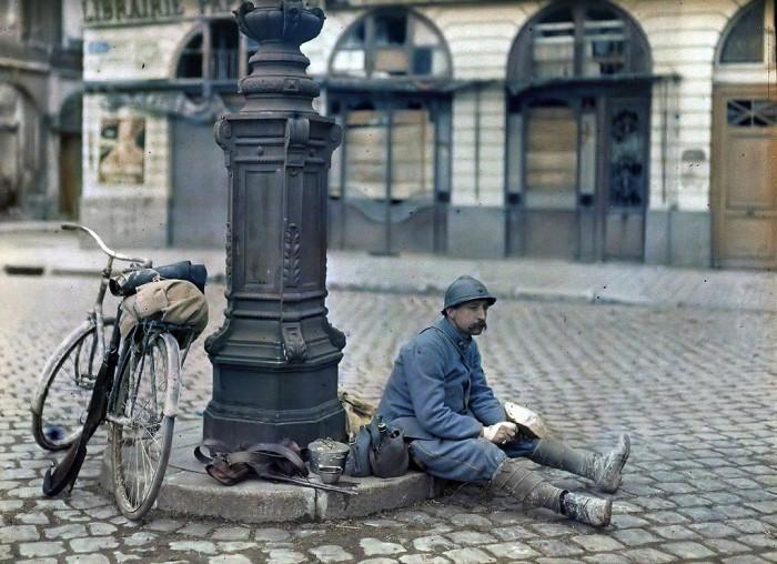 Французский солдат в Реймсе в 1917 году.