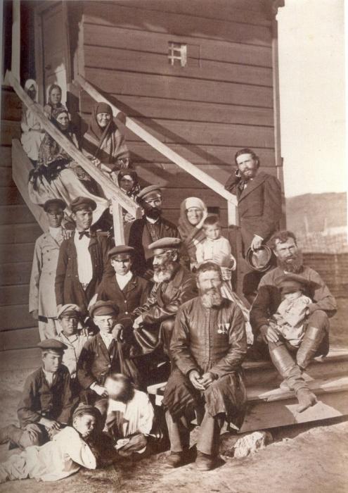 Казачье семейство. Россия, Цымлянская станица, 1875 год. Фото: Ivan Boldyrev.