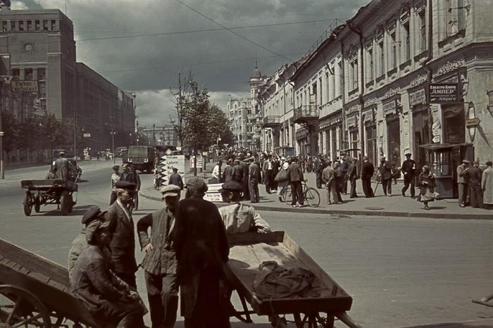 Площадь Тевелева в оккупированном Харькове.