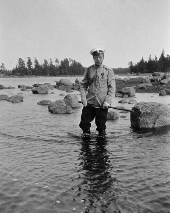 Николай II на прогулке в Финляндии.