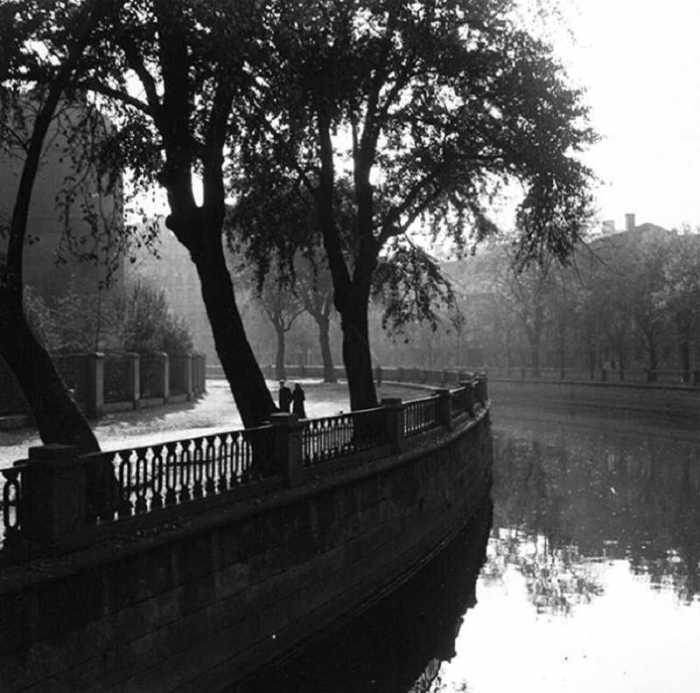 Снимок из серии «Набережные Петербурга», 1957 год.