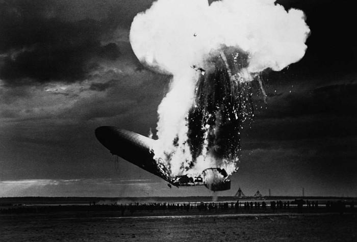 Крушение крупнейшего дирижабля Гинденбург, ознаменовавшая конец эпохи дирижаблестроения.