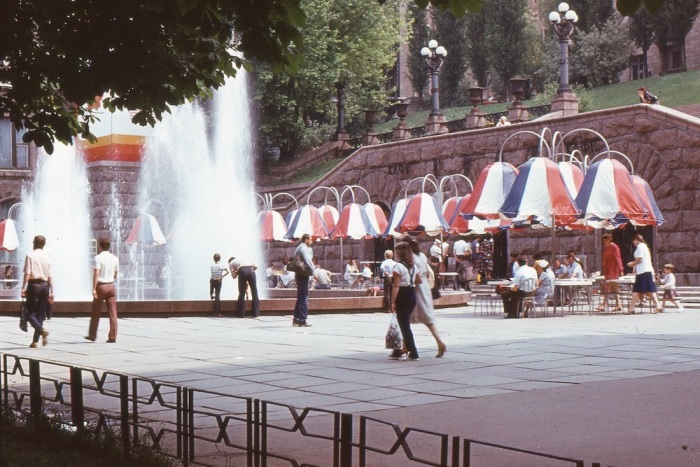 Летнее кафе на Крещатике, СССР, Киев, 1985 год.