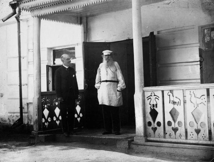 Лев Толстой и Карл Булла. Ясная Поляна, 1908 год.